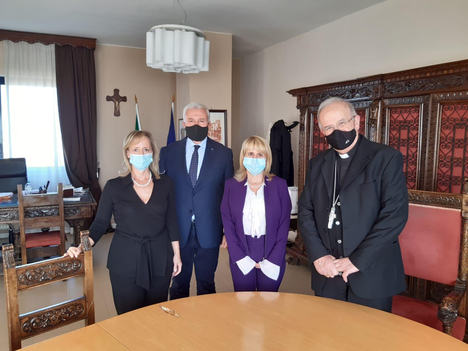 La Commissione Straordinaria con il Vescovo S.E.R. Mons. Angelo Spinillo